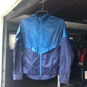 Nike Light Windbreaker